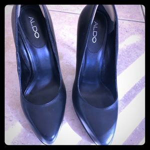 Black leather pumps, 3-4 in, excellent condition